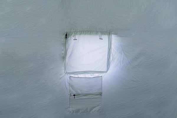 Закрытое окно палатки 5М2 изнутри